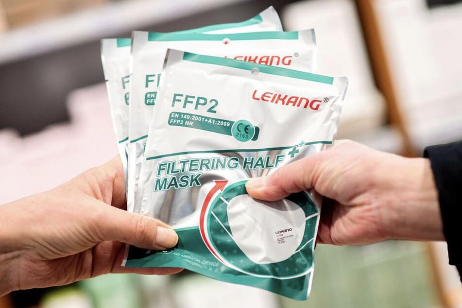 FFP2-Masken sind aktuell nur in der ambulanten Pflege eine absolute Pflicht - ansonsten reichen OP-Masken.
