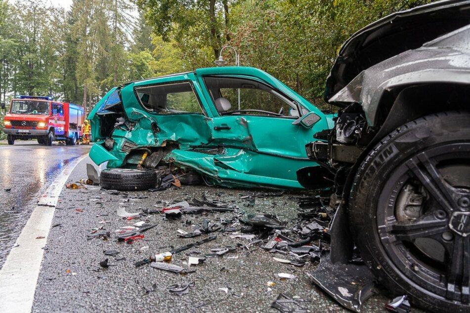 Polo gerät in Gegenverkehr: 23-Jähriger schwer verletzt