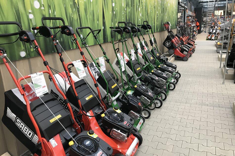 Gartencenter setzt Rotstift an: Hier gibt's Rasenmäher günstig wie nie!