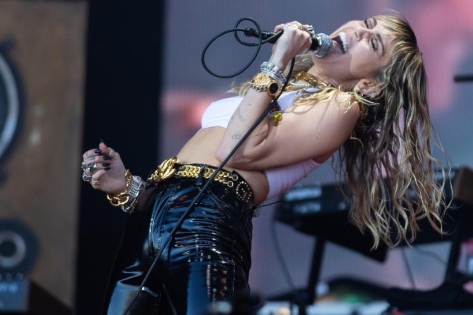 US-Sängerin Miley Cyrus 2019 beim Glastonbury Festival in Großbritannien.