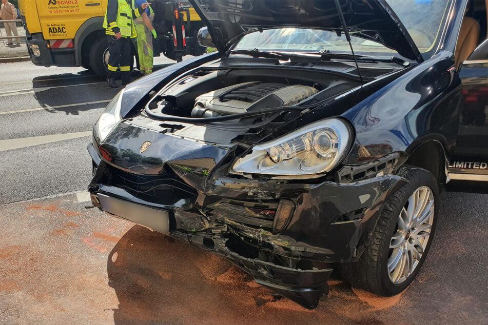 Der Porsche stieß mit einem anderen Fahrzeug zusammen.