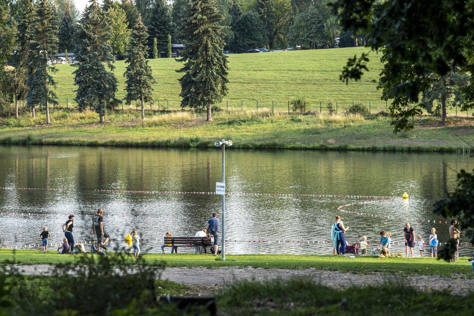 Bei einem gemütlichen Spaziergang kann man den Stausee in Rabenstein umrunden.