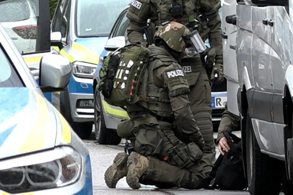 Die Spezialeinsatzkräfte (SEK) nahmen den Mann in seiner Wohnung fest.