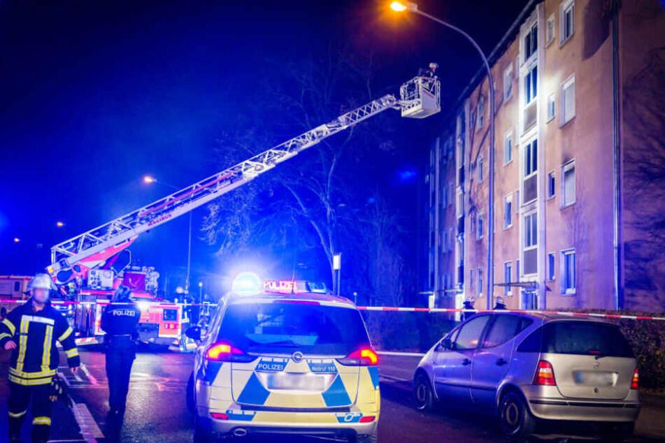 Um dem Feuer zu entkommen, sprang ein 39-Jähriger aus dem dritten Stock des Hauses.