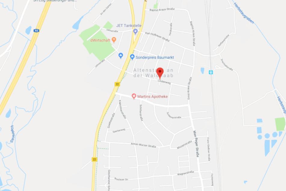 In einem Haus im Lindenweg in Altenstadt an der Waldnaab wurde eine leblose Frau gefunden.