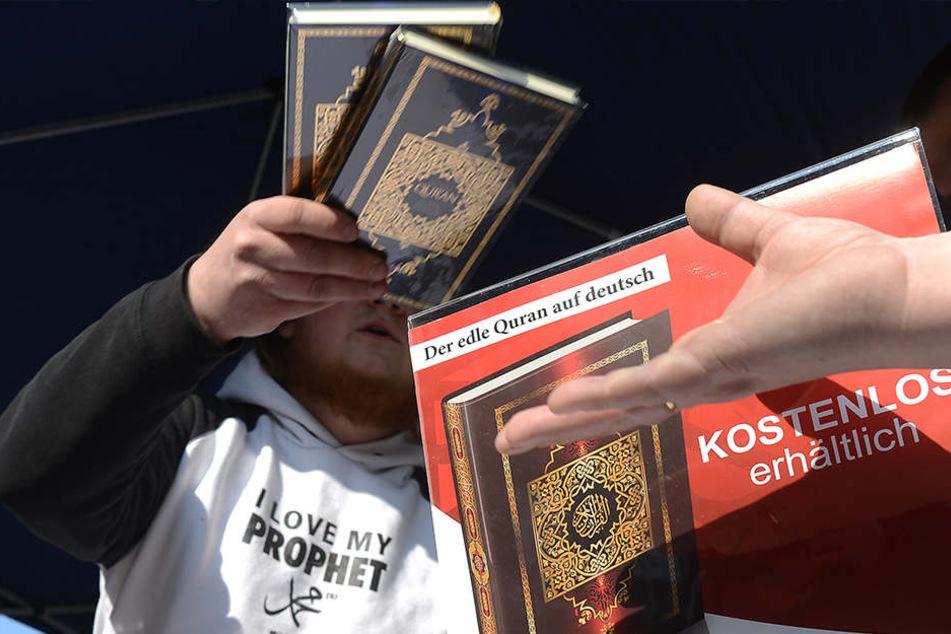 Sind junge Muslime empfänglich für radikale Einstellungen? (Symbolbild)
