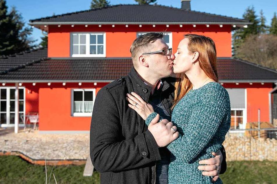 Rico lernte Daniela über seine Facebook-Fanseite kennen. Seit fast einem Jahr sind sie verheiratet.