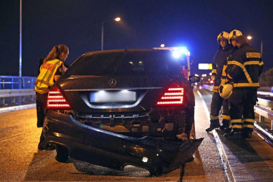 Auch am zweiten Unfallfahrzeug sind die Spuren deutlich zu erkennen.