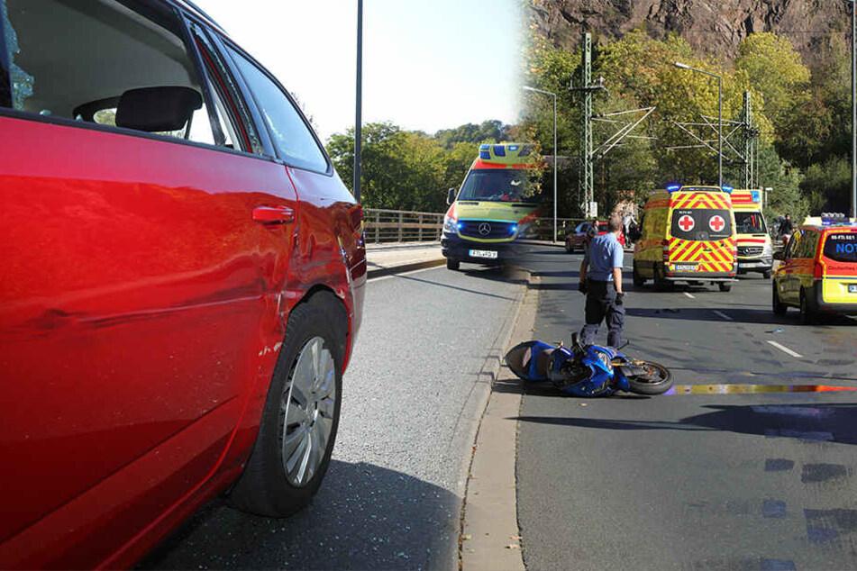 Zwei Motorradfahrer kollidieren mit Skoda, mindestens einer schwer verletzt
