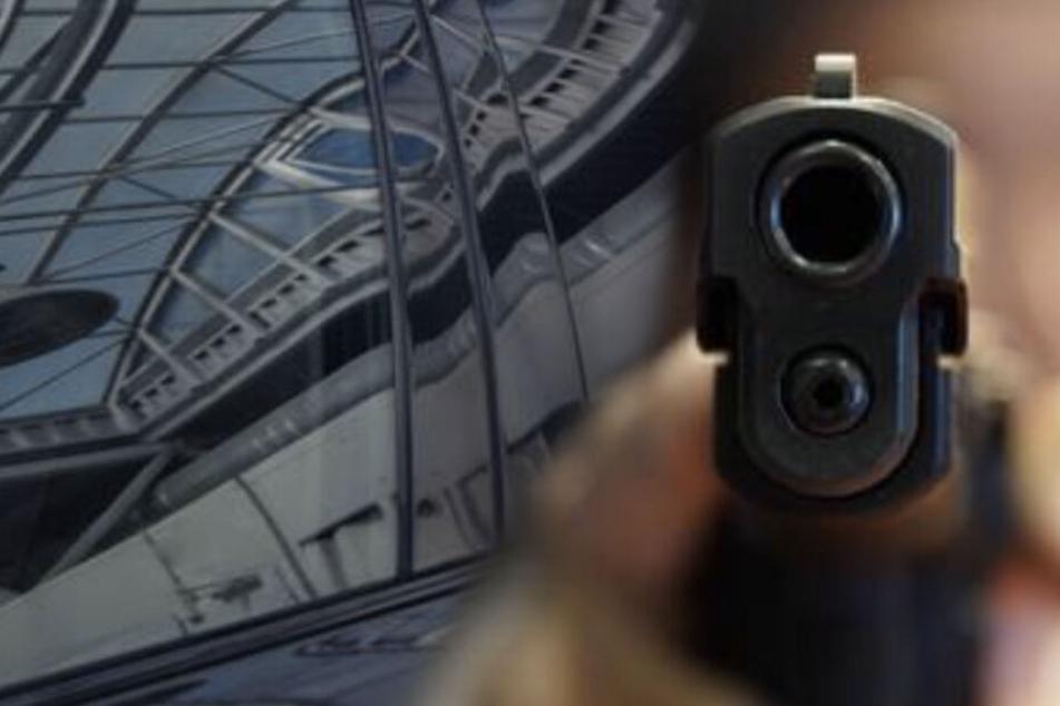 Leipzig: Polizeieinsatz: Quartett zielt mit Waffe aus Mercedes auf Passanten