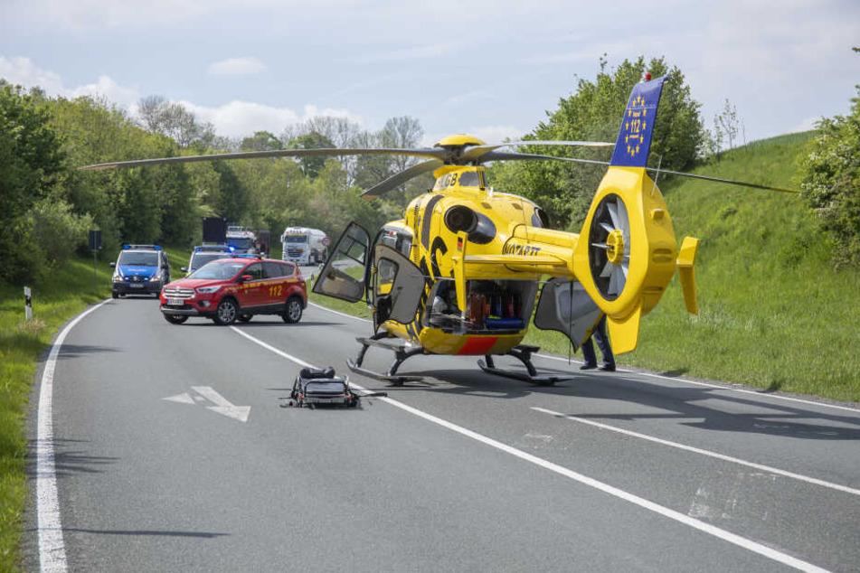 Der Fahrer des Rover musste mit einem Rettungshubschrauber in ein Krankenhaus gebracht werden.