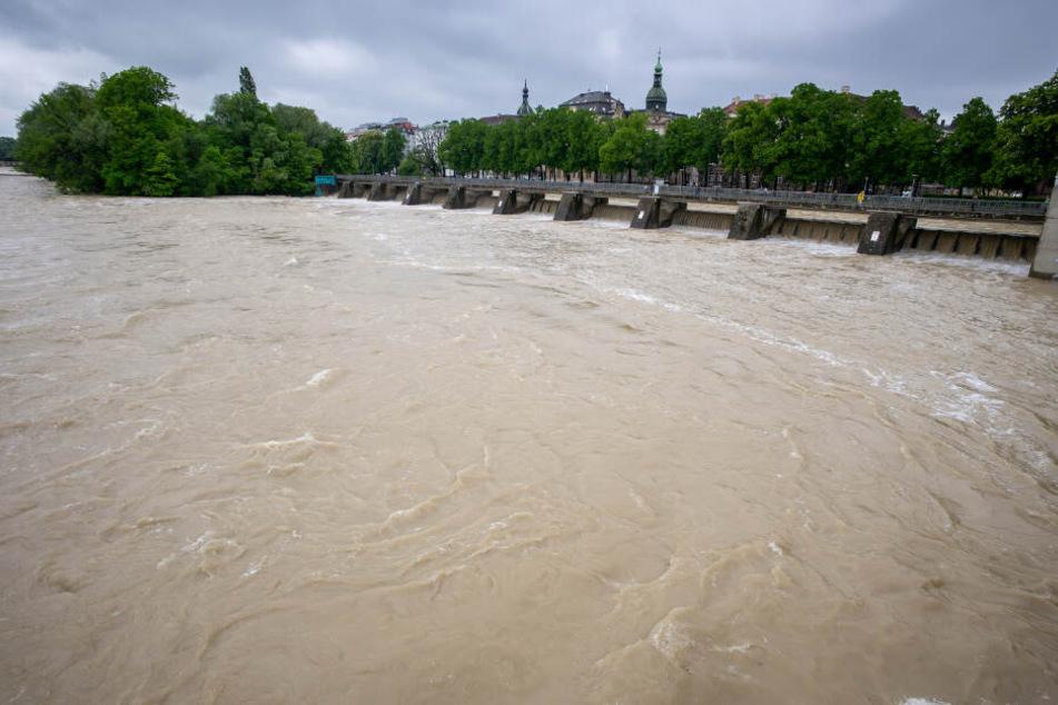 Die Isar führt zurzeit viel Wasser. (Symbolbild)