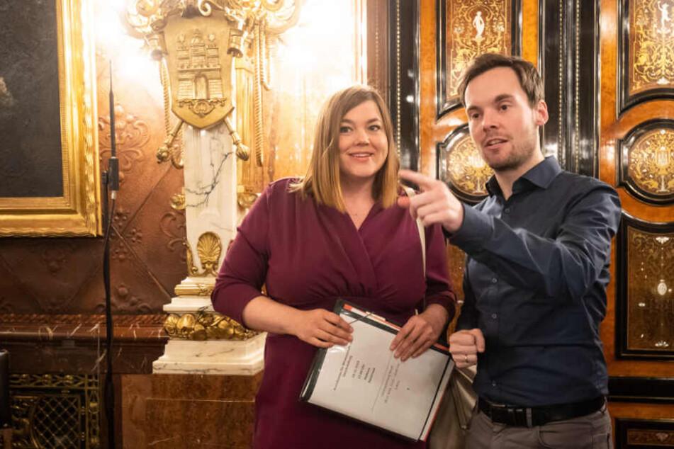 Grünen-Politikerin Katharina Fegebank und Daniel Oetzel (FDP) sprechen vor der Bürgerschaft.