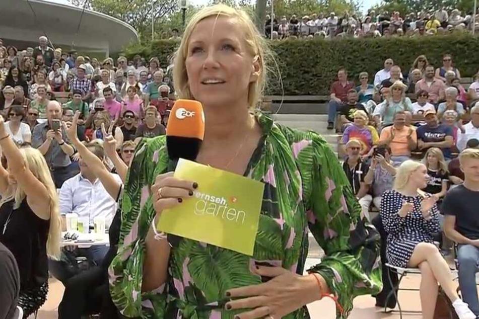 Fernsehgarten-Moderatorin Andrea Kiewel wirkte nach Mockridges kuriosem Auftritt sichtlich verdutzt.