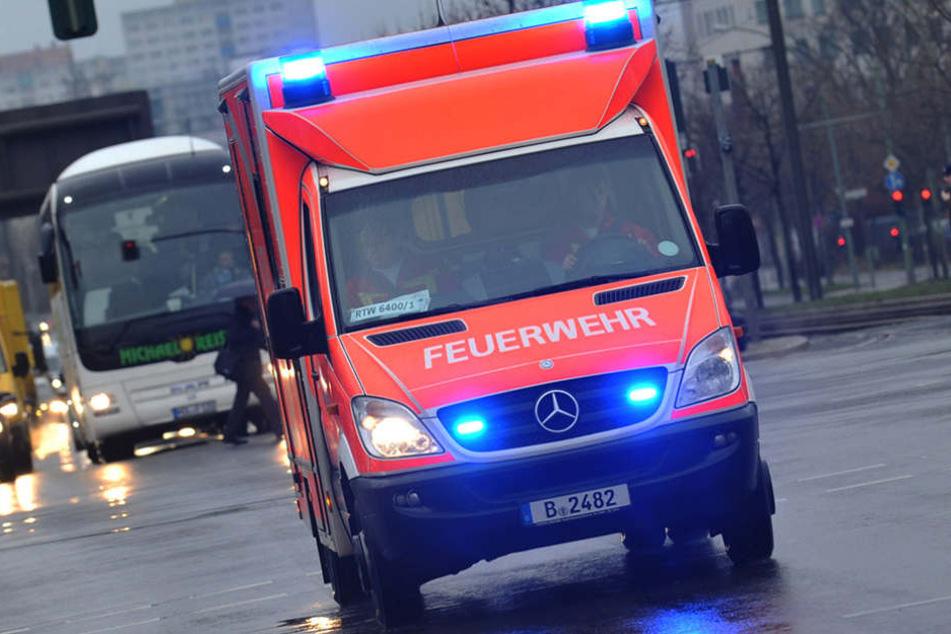 Die 50-Jährige wurde mit lebensbedrohlichen Verletzungen ins Krankenhaus gebracht. (Symbolbild)