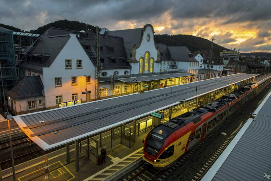 Die Hessische Landesbahn hat weiter mit einem hohen Krankenstand zu kämpfen. (Symbolbild)