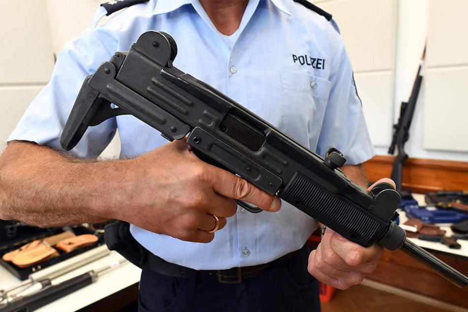 Unter anderem wurde diese Maschinenpistole vom Typ Uzi gefunden.