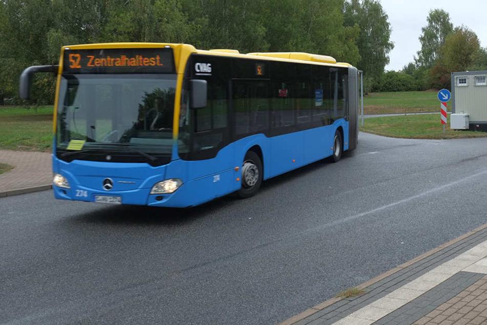 Männer prügeln ohne Vorwarnung auf Busfahrer ein: Krankenhaus