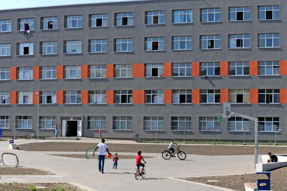 Das Gelände der Zentralen Anlaufstelle für Asylbewerber (ZASt) in Halberstadt wurde am Dienstagabend Tatort einer Messerstecherei.
