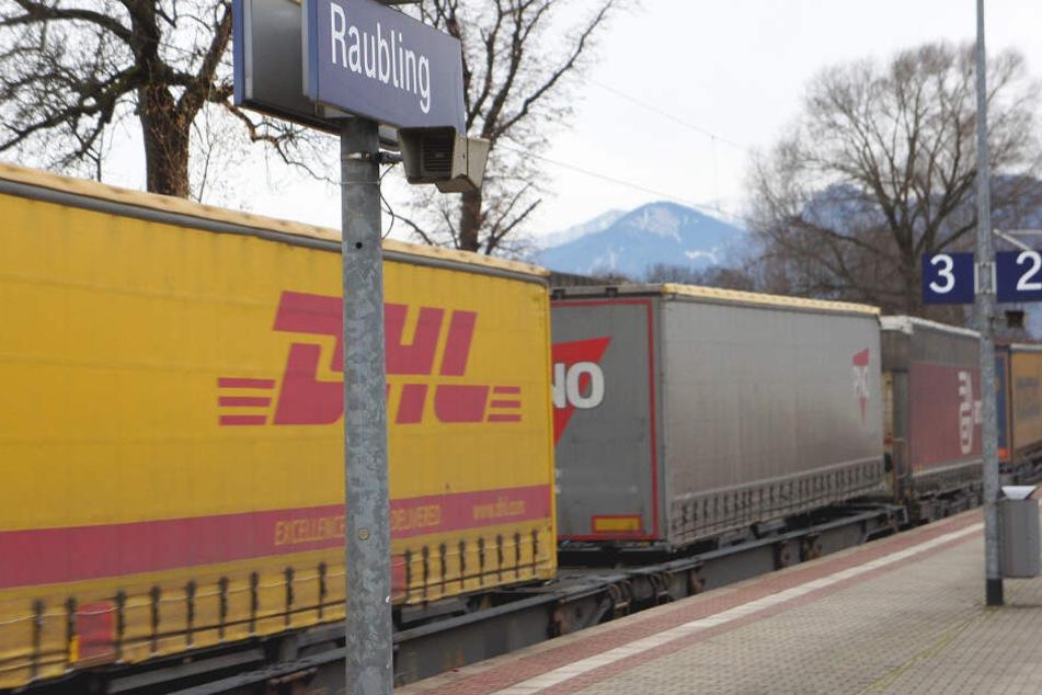 Ein 26 Jahre alter Partygänger wählte kurzerhand einen Güterzug als Transportmittel.