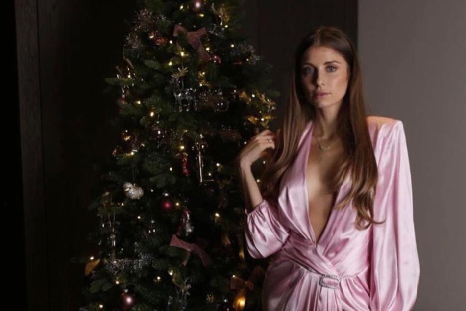 Sexy Weihnachten: Cathy Hummels lässt unten wie oben tief blicken
