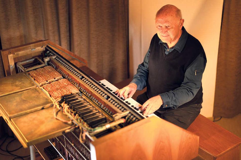 Kiesler mag klassische Musik, spielt selber Klavier: Auf dieser neuartigen Kiesler-Orgel spielten einst die Zisterzienserinnen im Kloster St. Marienstern.