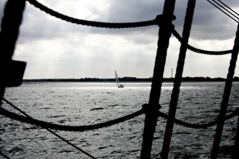 Mehrere Segler wurden von der Wucht des Gewitters auf der Ostsee überrascht. (Symbolbild)