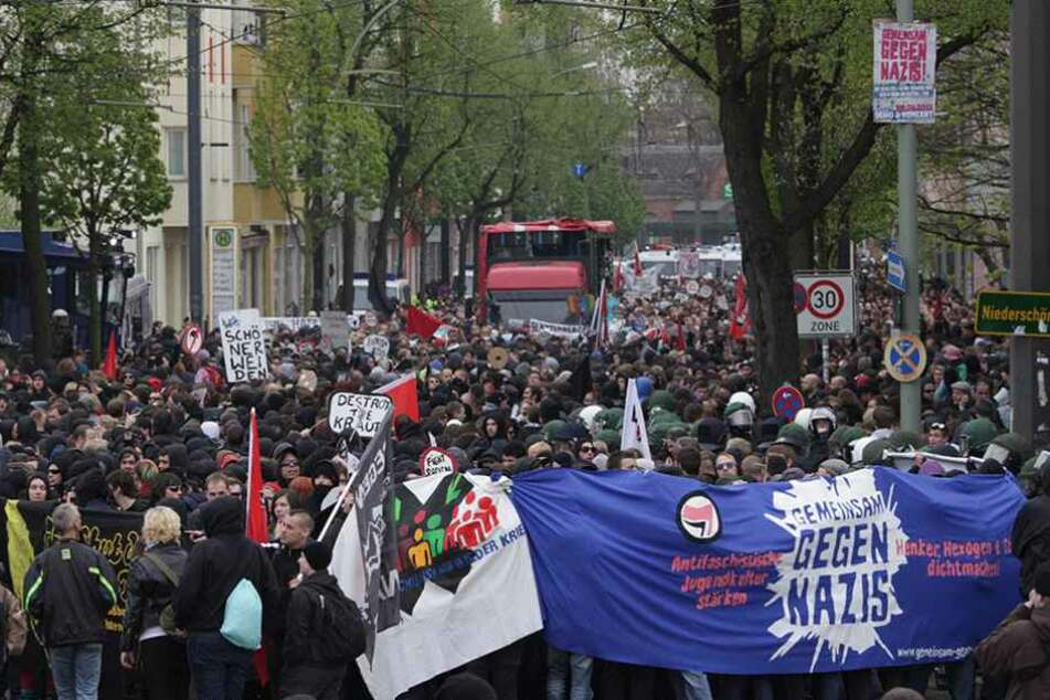 """""""Identitäre Bewegung"""" marschiert: Gegendemos und Blockaden geplant"""