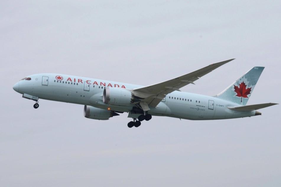 Die Boeing 787-800 wurde sofort nach Irland umgeleitet, aber für das Mädchen kam jede Hilfe zu spät.