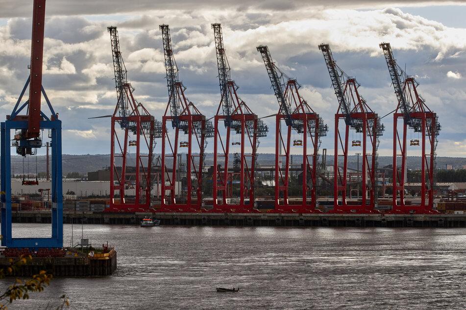 Auf Grund gelaufen: Schiff im Hamburger Hafen fast gesunken!