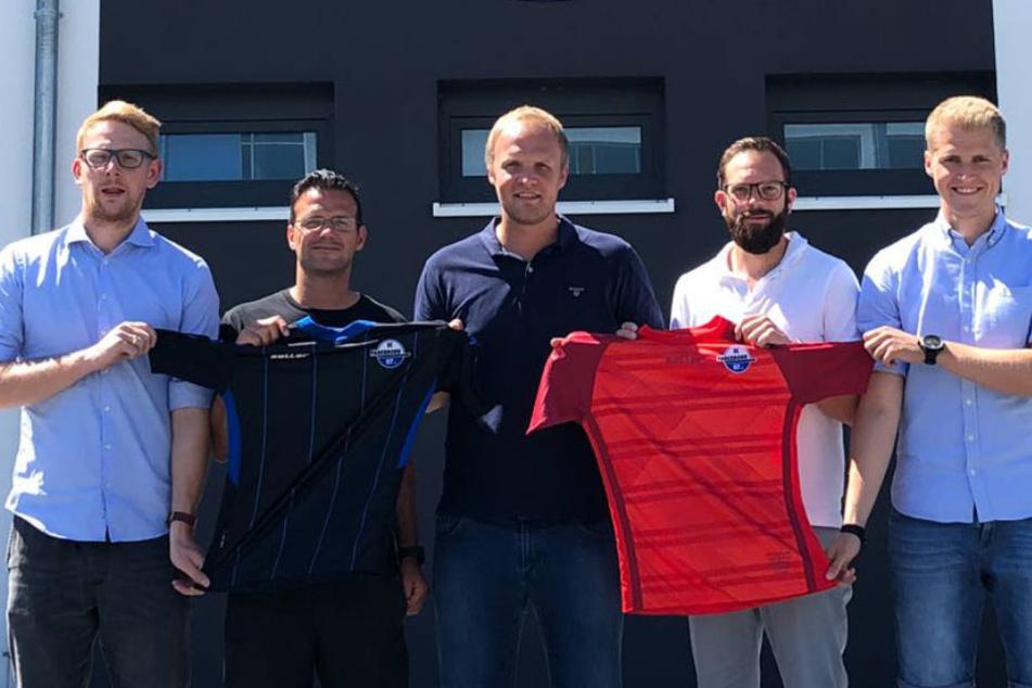 NLZ-Leiter Christoph Müller (mi.) mit den neuen Verantwortlichen Philipp Kaß (Trainer U17 li.), Daniel Langfeld (Train