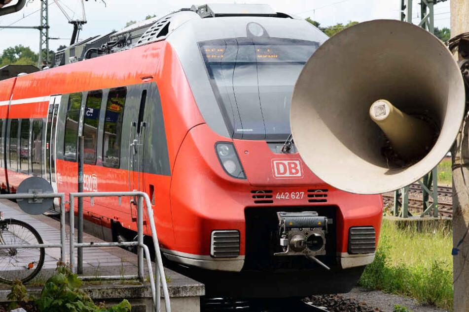 Die automatischen Durchsagen an den Bahnhöfen der Deutschen Bahn sollen eine neue Stimme erhalten (Symbolbild).