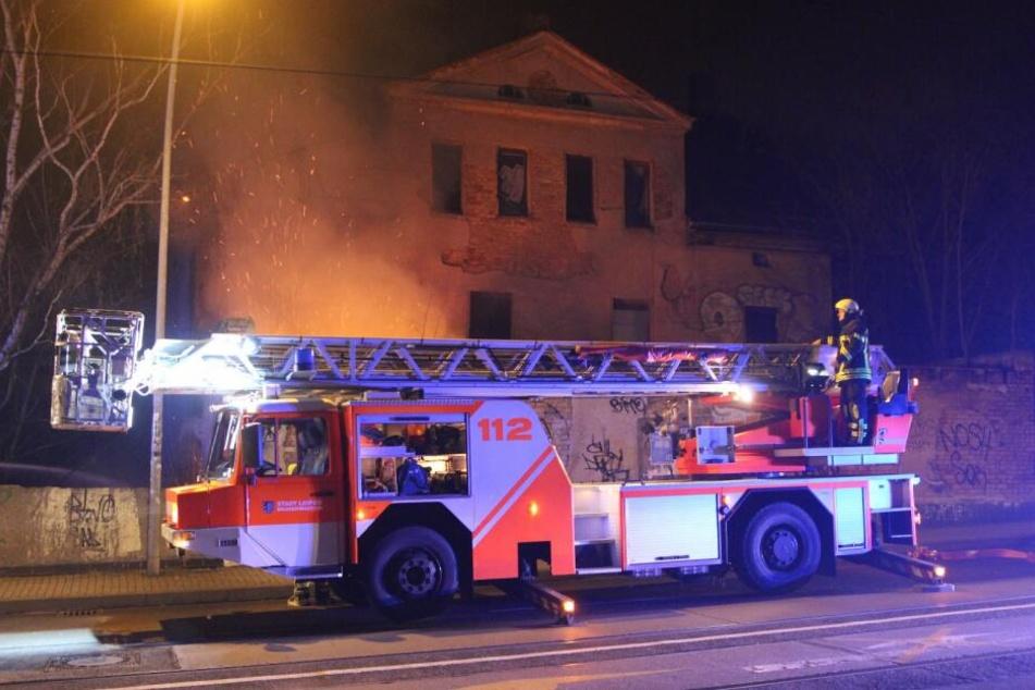 Ein leerstehendes Haus in der Burgauenstraße (Böhlitz-Ehrenberg) ist in Brand geraten.