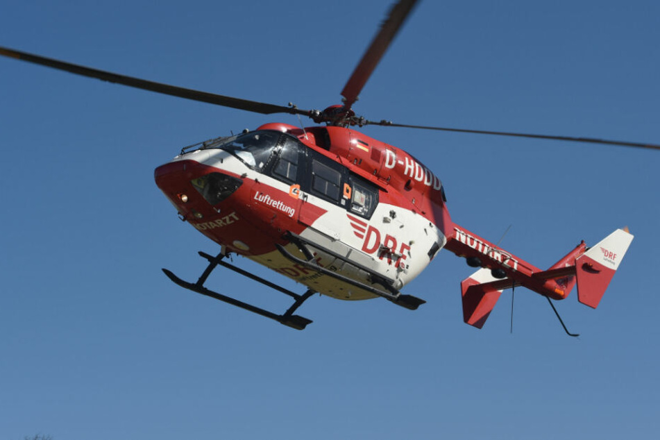 Ein Rettungshubschrauber brachte den Verletzten in eine Klinik. (Symbolbild)