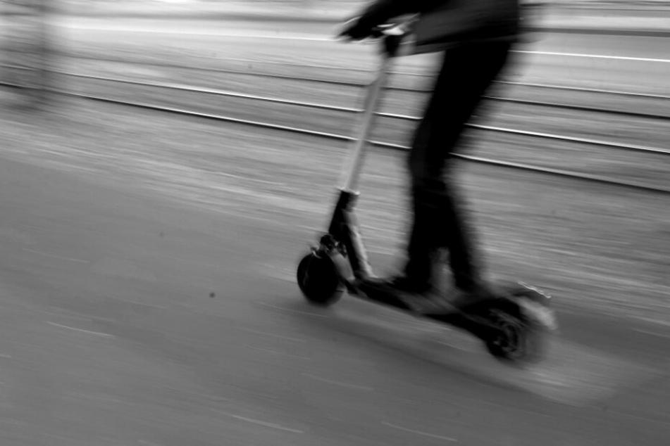 Radler finden toten E-Roller-Fahrer auf Feldweg