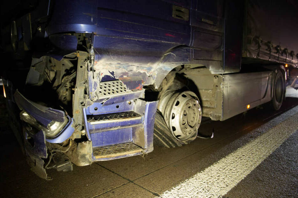 Dass bei diesem Unfall nicht mehr passiert ist, darüber können sich der Lkw-Fahrer und die Frau im anderen Unfallwagen freuen.