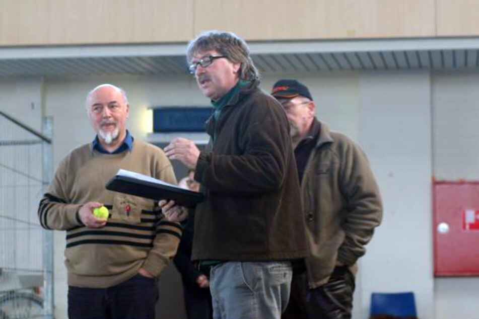 Dr. Georg Paß (links) und Ulf Helming in der Ostwestfalenhalle bei der Verhaltensprüfung in Aktion.