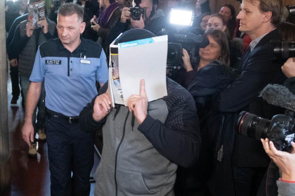 Großer Andrang bein Prozess gegen die vier Angeklagten.