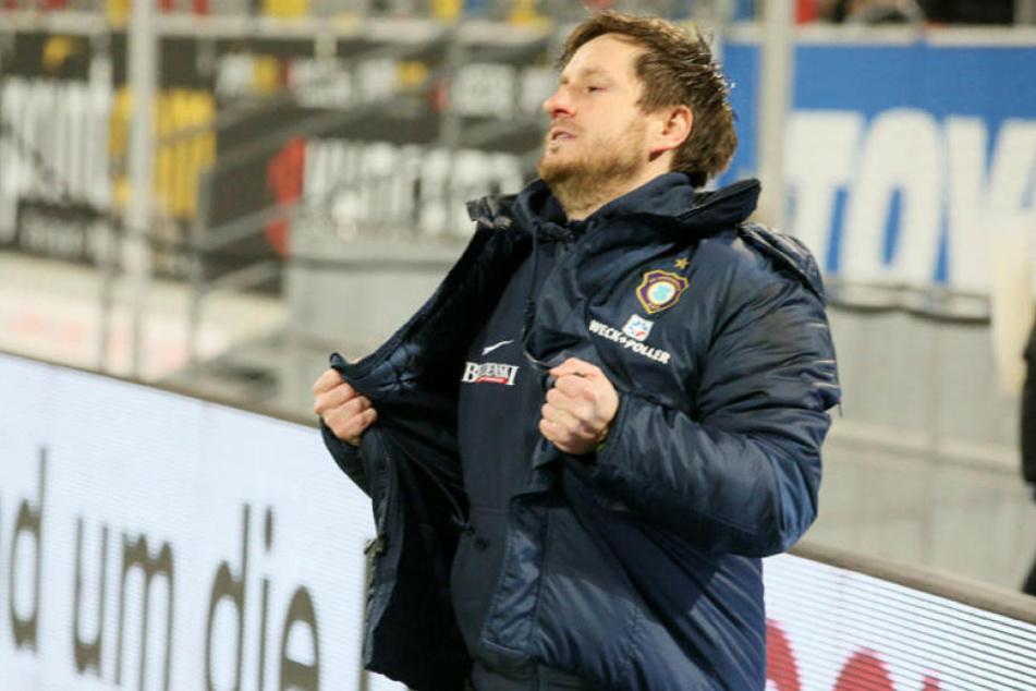 Zuletzt wollte er immer mal wieder aus seiner Haut, denn es lief für ihn und Aue nicht rund: Trainer Hannes Drews.
