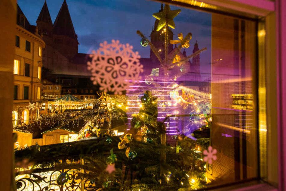 Ein Blick auf den Weihnachtsmarkt in Mainz.