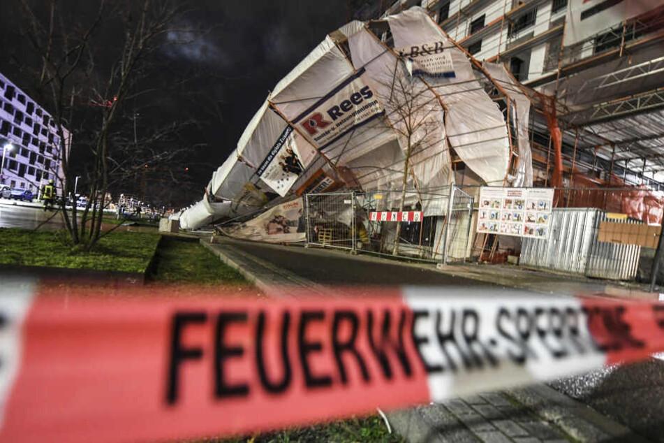 Ein Baugerüst kippte in Freiburg um.