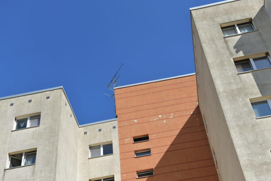 Blick auf ein Mehrfamilienhaus in Berlin, in dem der festgenommen mutmaßliche Islamist wohnte.