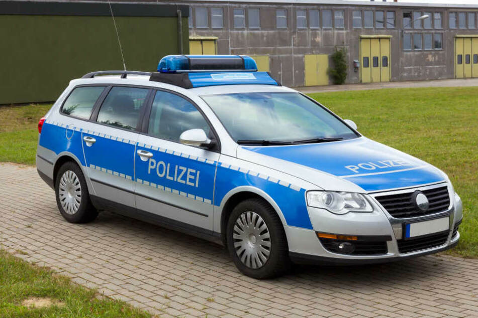 Die Polizei fahndet mit einem Foto nach dem Unbekannten.