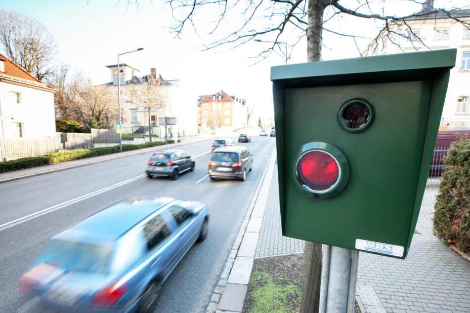 Noch immer rasen etliche Autofahrer auf der Bergstraße in Richtung Südhöhe. Macht satte 378.555 Euro an Geldbußen.