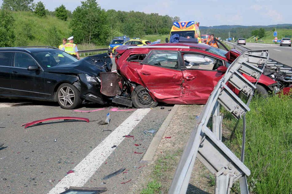 Fünf Fahrzeuge beteiligt: Wieder schwerer Unfall auf A72