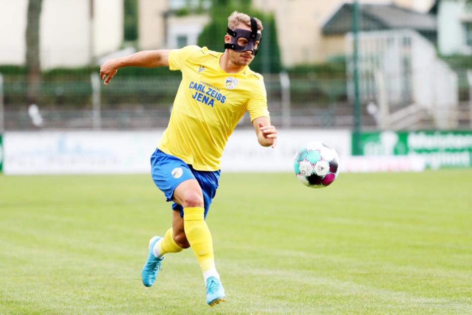 Der Ex-Chemnitzer Maximilian Oesterhelweg, seit einem Nasenbeinbruch mit Maske aktiv, ist derzeit der gefährlichste Jenaer, erzielte schon vier Treffer.