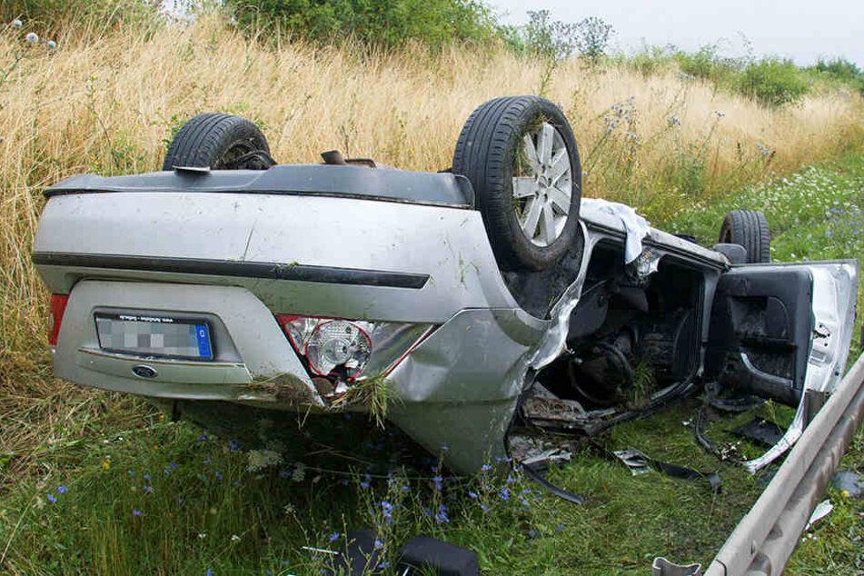 Der Ford wurde bei dem Unfall schwer beschädigt.