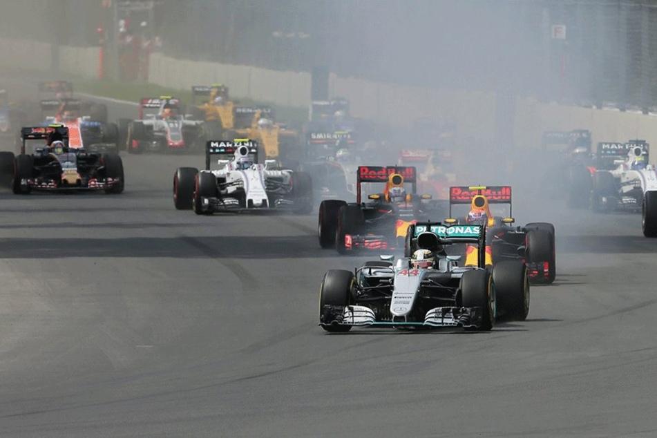 Lewis Hamilton (führend) gewann das Rennen in Mexiko.