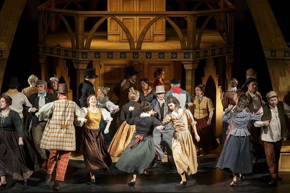 """Im Theater gibt es auch die bergmännische Oper """"Der Obersteiger"""" zu  sehen."""