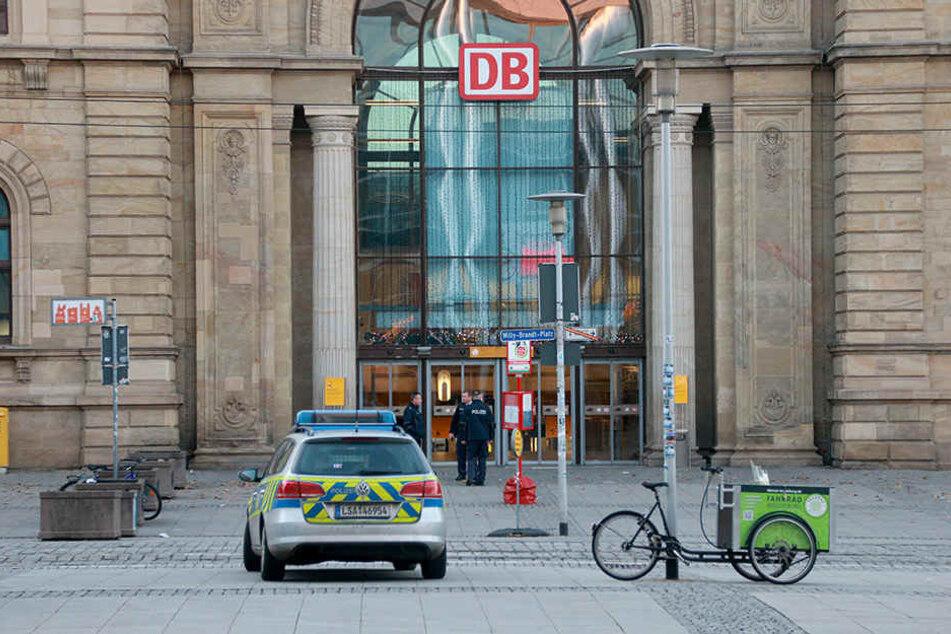 Am Treppenaufgang zur Haupthalle fanden die Bundespolizisten den geschlagenen und ausgeraubten Mann.